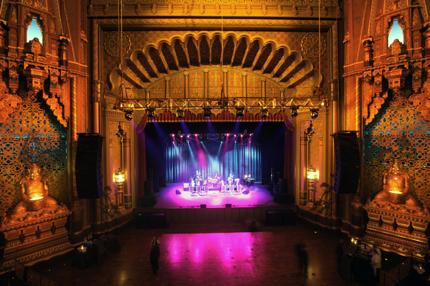 Instalación de escenarios para teatros